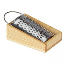 The game nic grater on a wooden support (NIC530678)