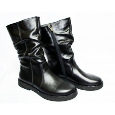 Half boots on fur made of genuine leather.Free shipping